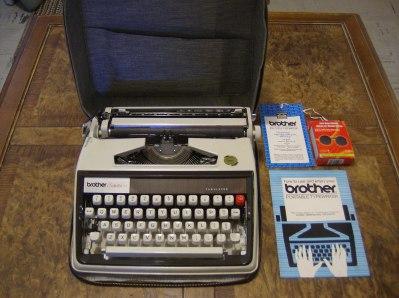 refurbished repaired brother portable manual typewriter echelon 77 rh herculesworkshop com brother typewriter manual-10 brother typewriter manual-10